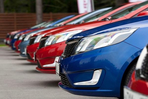 Президент Порошенко подписал закон об упрощении ввоза импортных автомобилей