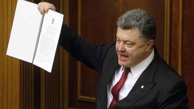 Порошенко подписал закон о запуске Антикорсуда